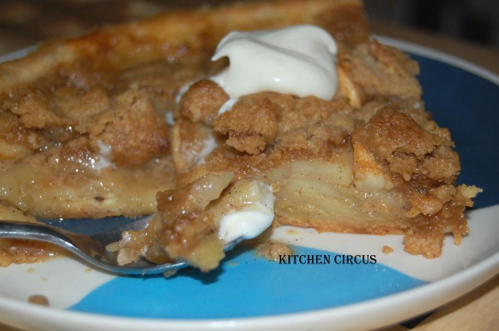Kitchen: Tarte aux pommes crémeuse, crumble de noix. dans Kitchen dsc_0101